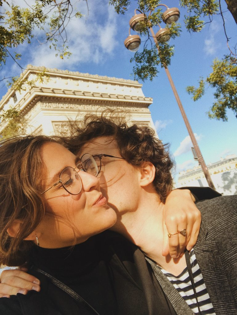 Kissing in front of Arc de Triomphe